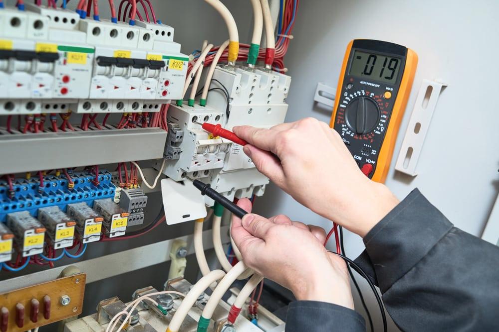 mies tekee sähköhuoltoa Helsingissä